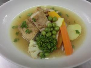 チキンと季節野菜のスープ仕立て